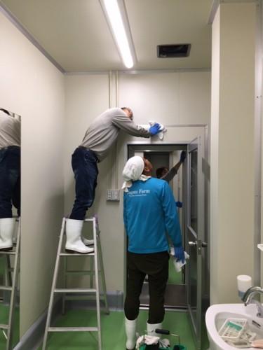 製造室 換気扇掃除